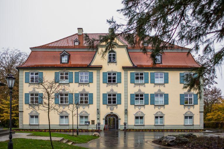 vorderseite haupteingang schloss neutrauchburg in isny